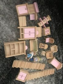 A cute doll house with accessories for sale (In good condition)