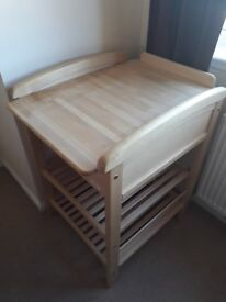 TROLL Nursery changing table with drawer