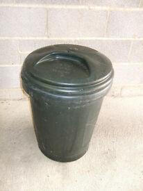 Large plastic bin with lid, 80 litres for dustbin or storage bin in garage
