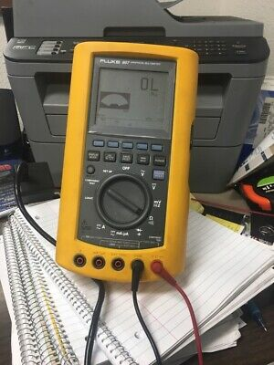 Fluke 867 Graphical Multimeter With Fluke Leads And Charger