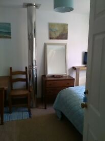 Porthtowan - Self contained space within hse. Double room with mini kitchen, bathroom & ocean view.
