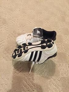 Youth size 11 soccer cleats Cambridge Kitchener Area image 3