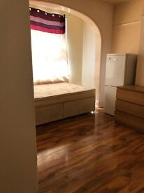 A spacious single and double room to rent in Ilford ZONE4 including Bills