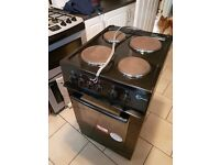 Electric oven 1 yr old has 1 shelf and grill try. In good condition collection only