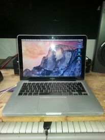 "Apple Macbook 13.3"" Laptop, 500GB Hard Drive, 4GB RAM, Early 2009 Model"