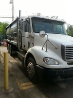 06 FREIGHTLINER 10SPD AUTO W/CLUTCH & NEW GRAIN BOX
