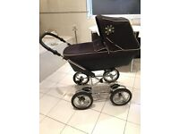 Silver cross sleepover elegance navy 2 in 1 Pram and isofix car seat and base
