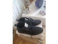 Mens 9 1/2 twisted soul trainers