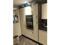 Cream and wood kitchen OPEN TO OFFERS NEEDS TO BE GONE BY MONDAY