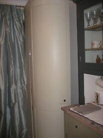 Neptune Suffolk kitchen curve larder 40 cm standar colour excellent condition, 1 extra shelve.
