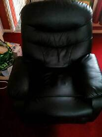 Recliner (black leather)