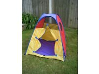 Child's pop-up play tent
