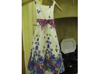 Beautiful summer dress, double layered, aged 6 years. Flowery and with a net underskirt. 100% cotton