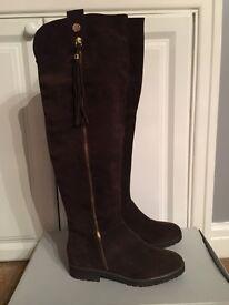Carvel a Kurt Geiger Leg High Brown Suede Boots