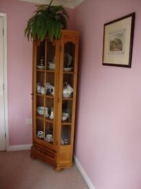 Display Cabinet corner unit in very good condition