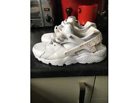 Nike Huaraches woman's triple white 5.5