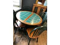 Immaculate kitchen/dining table with 4 matching chairs.