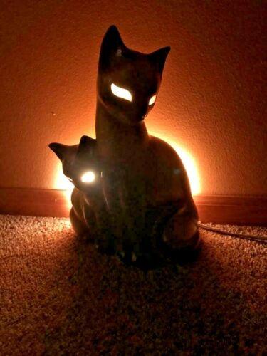 Siamese Cat TV Lamp, by Khon of Bang, Texas