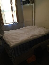Room to rent £216 a month Hyde park