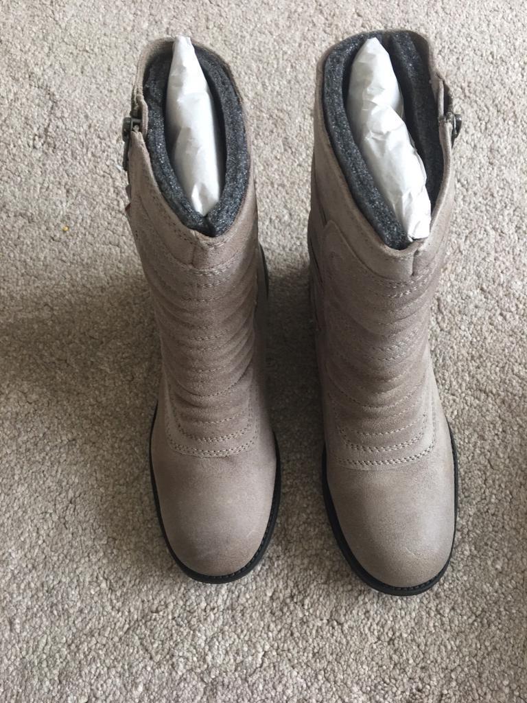 Brand new Zara boots - size 5