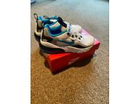 Boys Nike Trainers Reacts 270 size 1.5 Jnr