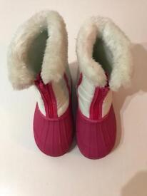 Clark's girls snow boots size 10 F