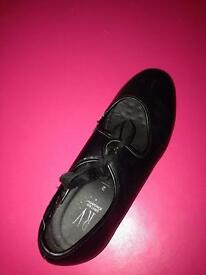 *AMAZING CONDITION* Tap shoes