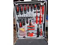 125 PIECE ELECTRICIAN, MECHANIC,DIY TOOLKIT, SPANNERS,DRIVERS, SOCKETS ETC NEW