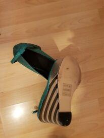 Ladies wedge heel shoe