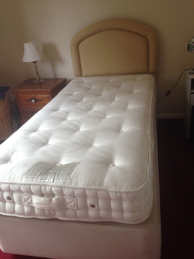 Vi spring single divan bed excellent condition gold for Single divan beds with mattress and headboard