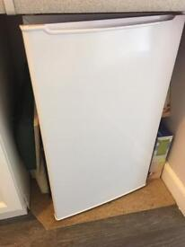 Undercounted fridge with a Drop box freezer