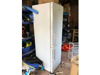 Daewoo free standing Fridge Freezer DFF530LW for sale. Over 220 litres.