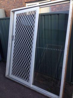 White aluminium sliding door