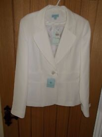 A BRAND NEW WITH TAGS, LADIES WHITE FULLY LINED JACKET BY ATMOSPHERE SIZE 10