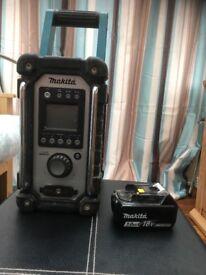Makita DMR102W digital radio, with 3.0ah 18v battery included