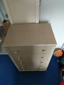 5 drawer chest of drawers in light oak
