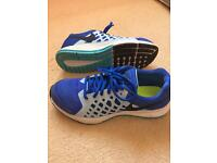 Nike Pegasus trainers uk size 5