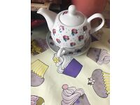 Tea pot and cup