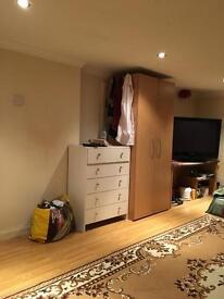Double room in Shepherd's Bush £600