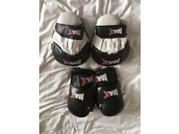 MAX Boxing gloves and pads £10