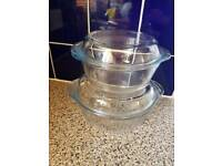 2 glass bowls with lids