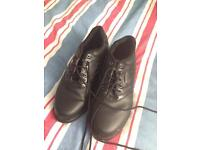 Golf clubs and shoes size 7