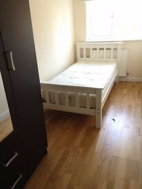 *Lovely Single Room, Ealing Broadway, All Bills