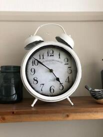 Various home decor items inc clock and yankee