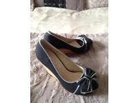 Ladies shoes size4
