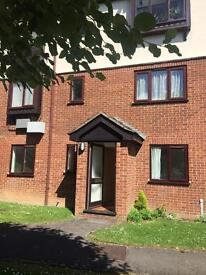 2 Bedroom ground floor apartment - 0.4 miles from High wycombe train station with allocated parking