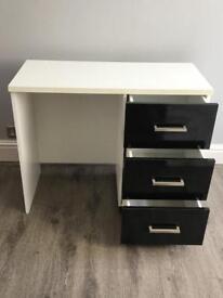 Gorgeous bedroom dresser dressing table makeup desk