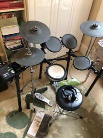 Electronic Drum Kit: Yamaha DTX 502