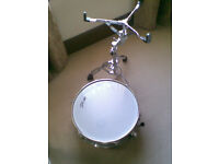CHROME SNARE DRUM AND STAND.VERY GOOD CONDITION