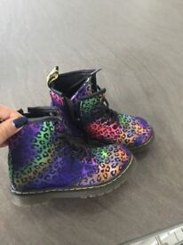 Girls limited edition Dr Mtaren boots